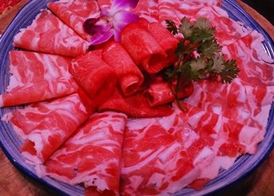 特色老火锅菜品-雪花肥牛